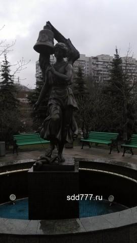 скульптура возле мосгорсуда